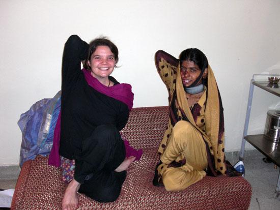 Fiona showing Zeinab physiotheray exercises